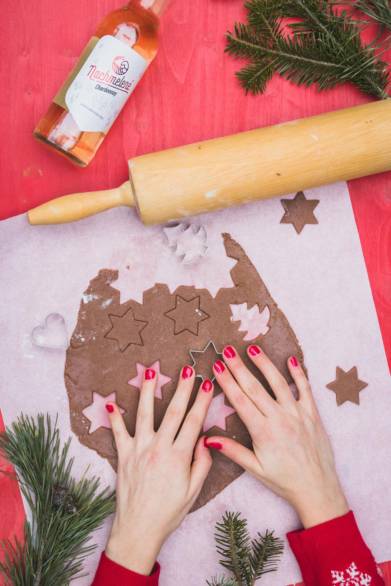 Nachmelené a vykrajování vánočních perníčků